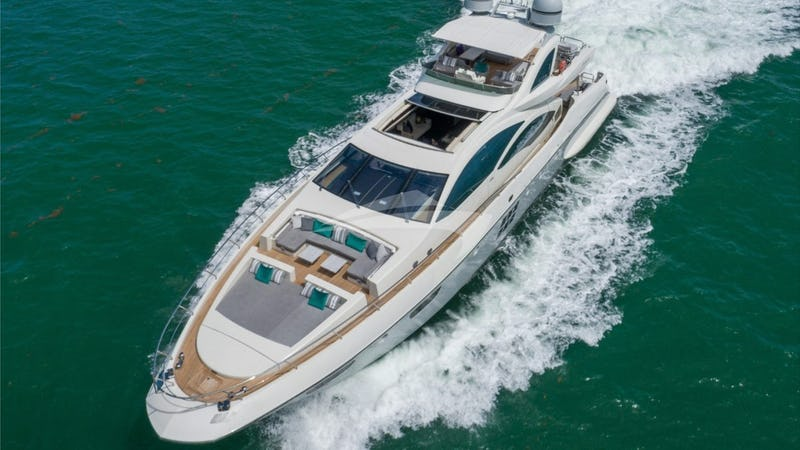 Yacht Charter SCARLET