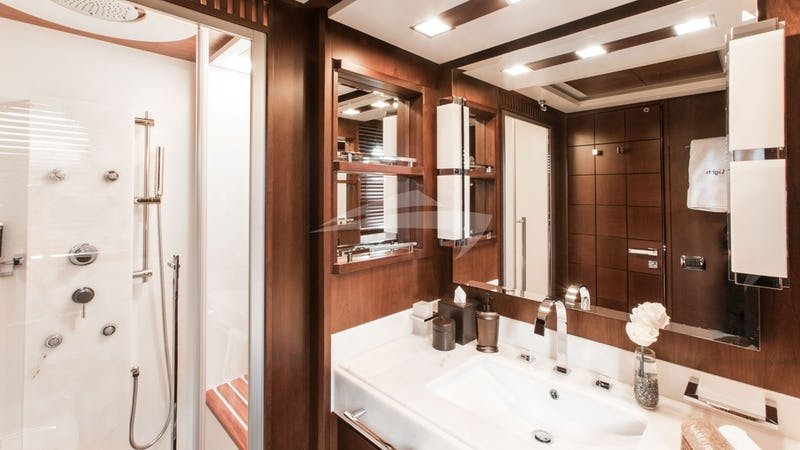 Guest Cabin En suite w/ Jet Shower