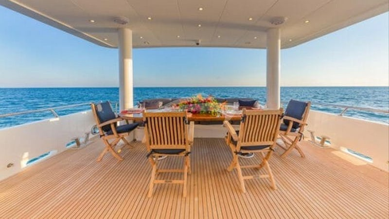 HIGH RISE :: Aft Deck Dining
