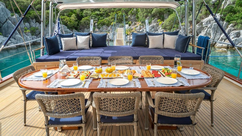 VIVA SHIRA :: Deck Dining