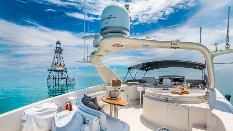 LIVING THE DREAM :: Flybridge facing bow