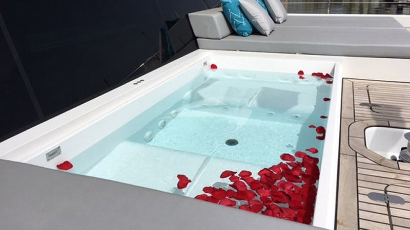 MAYRILOU :: Jacuzzi in main deck