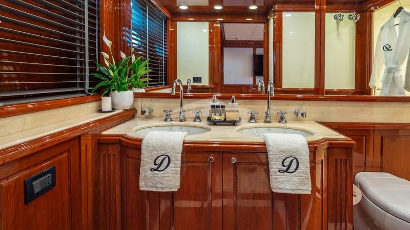 Motor Yacht Divine Master Cabin WC