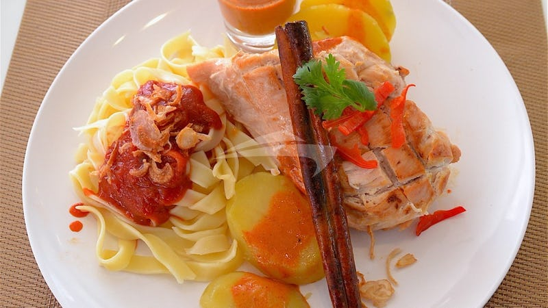 SEVEN :: Chicken Casserole with Sagetti and spicy sauce asi