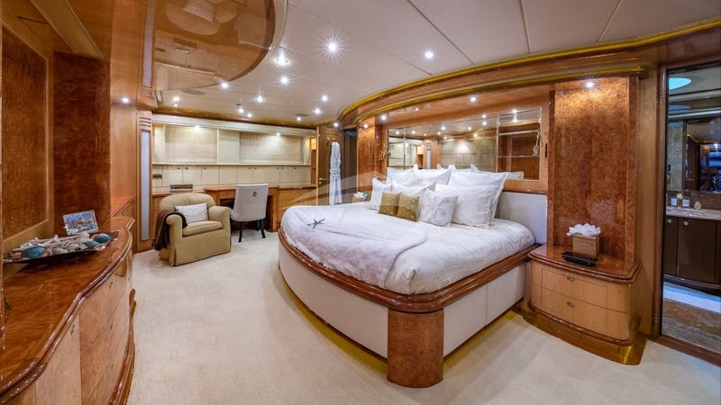 LADY LEILA :: On deck master stateroom