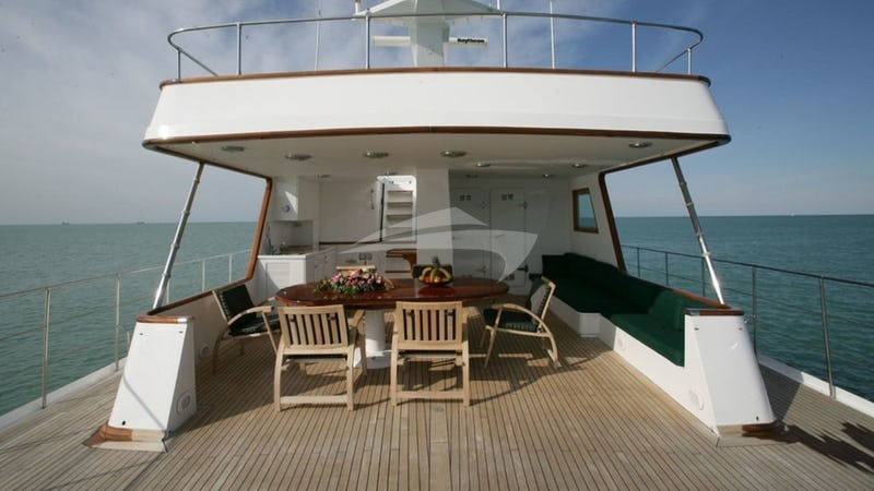 SOUTH PAW C :: Aft Deck