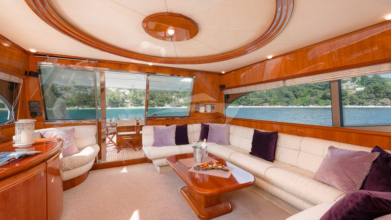 MARINO :: Saloon view towards stern