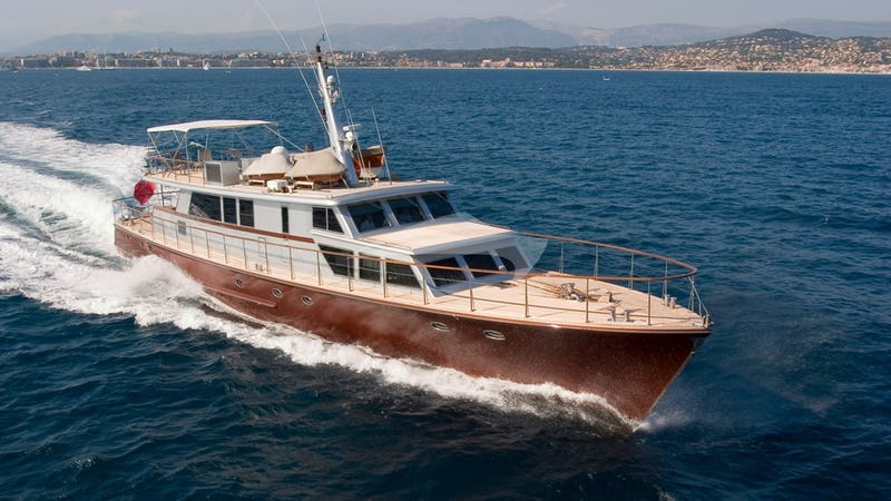 Yacht Charter TEMPEST WS