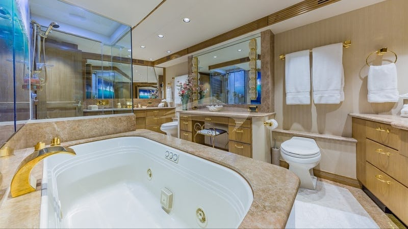 LEGENDARY :: Master Bath
