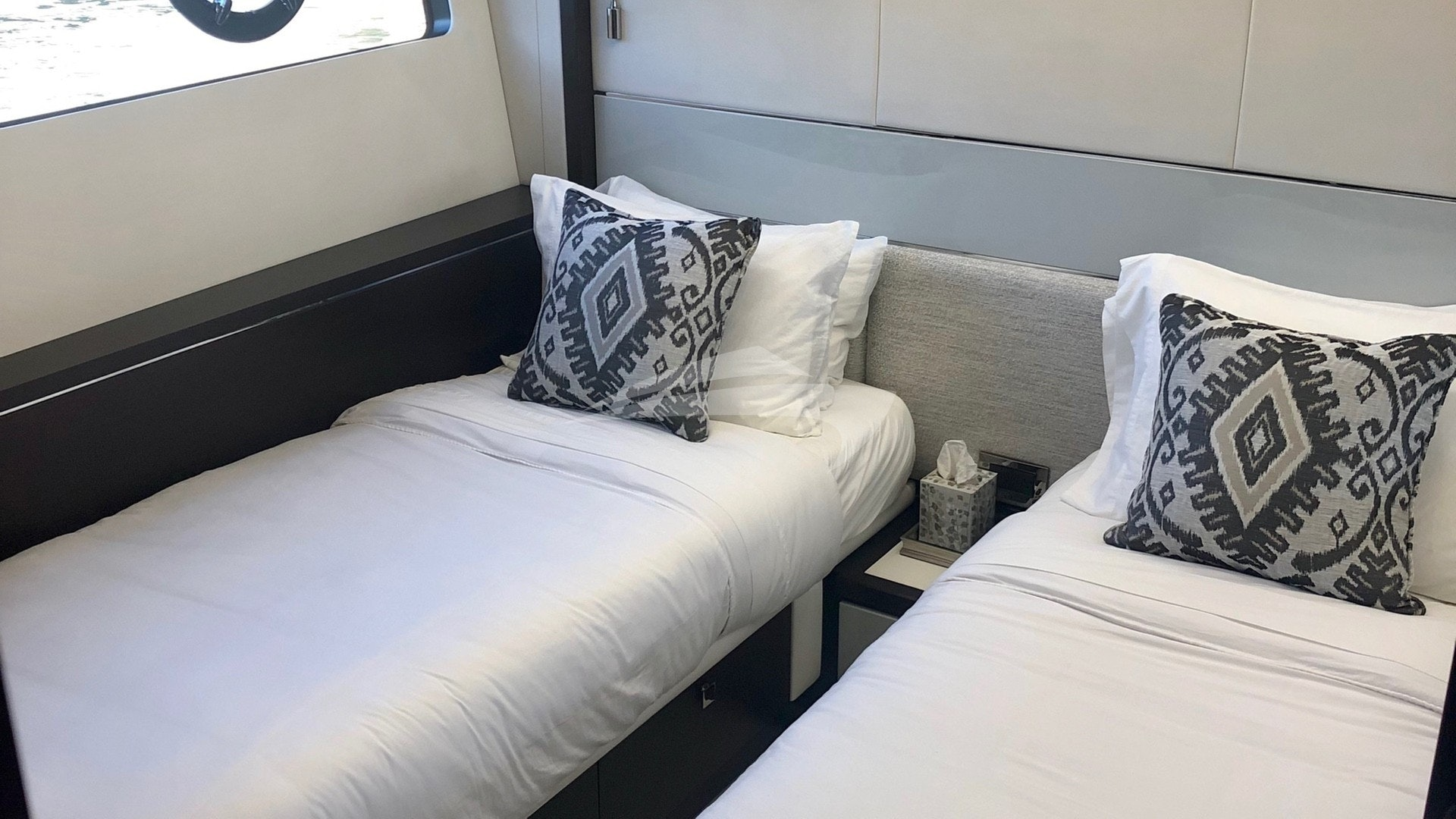 Guest stateroom - twins (can be converted to a double)