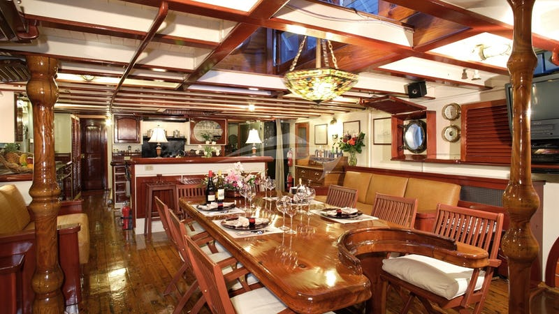 PACIFIC YELLOWFIN :: Main Salon. Country Kitchen in the far end.