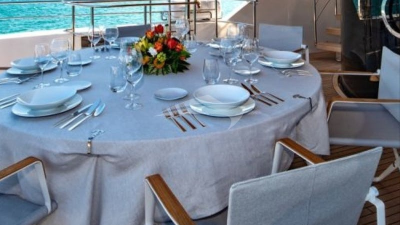 ANYTHING GOES V :: Deck Dining