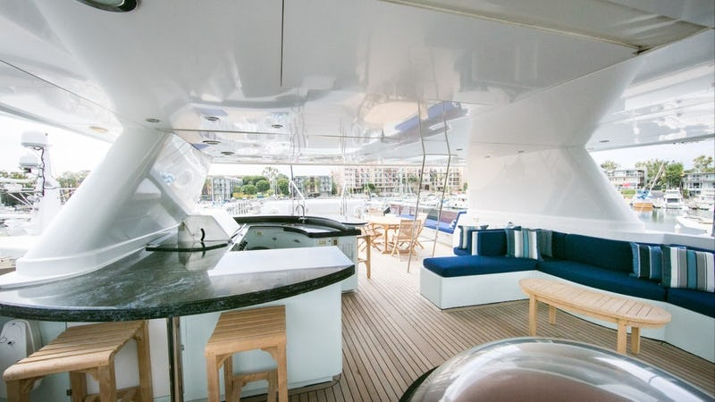 LEIGHT STAR :: 3rd Deck Dining