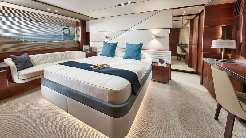 SCORE ONE :: Master Stateroom
