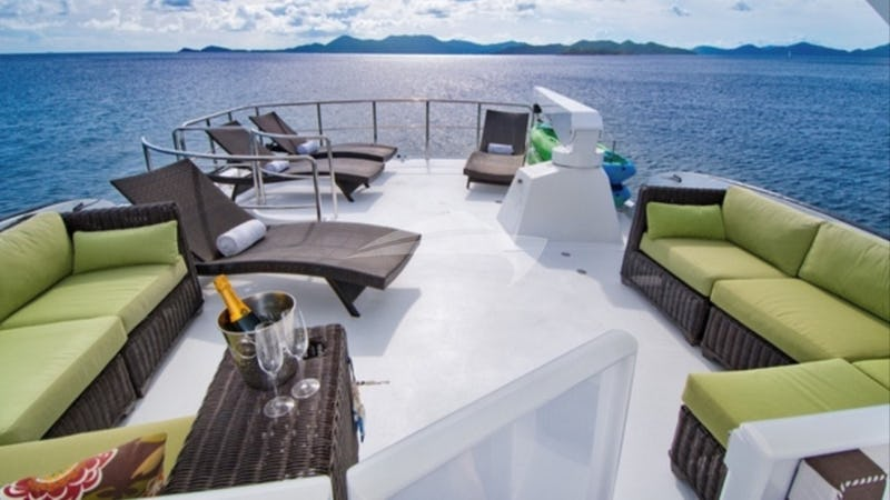 THREE KINGS :: Deck Seating