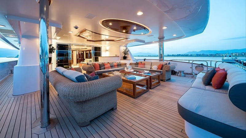 Aft deck and seating