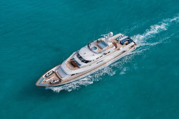 Luxury charter yacht SWEET ESCAPE