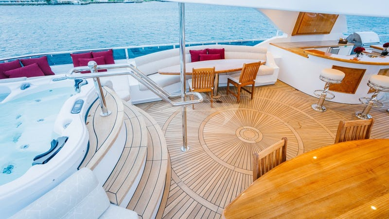 EXCELLENCE :: Sun Deck Jacuzzi