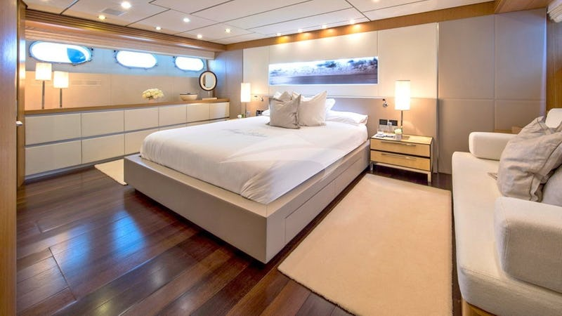 ALWAYS BELIEVE :: Master Stateroom