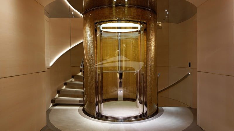 NAUTILUS :: Feature staircase