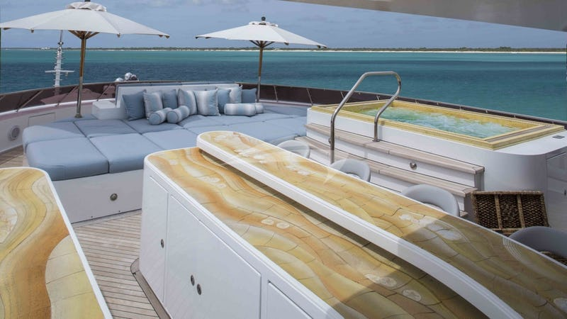 UNBRIDLED :: Sun Deck and Jacuzzi