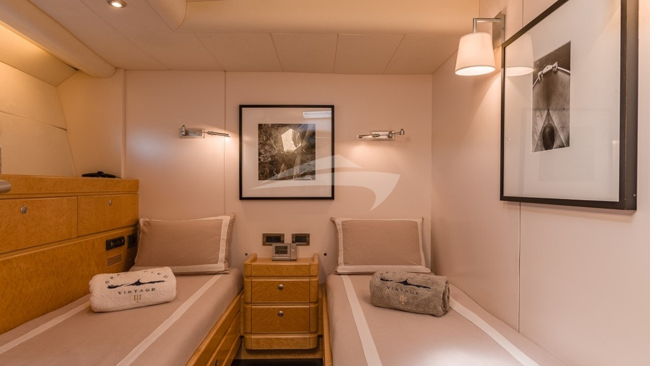 Guests middle twin cabin (starboard)