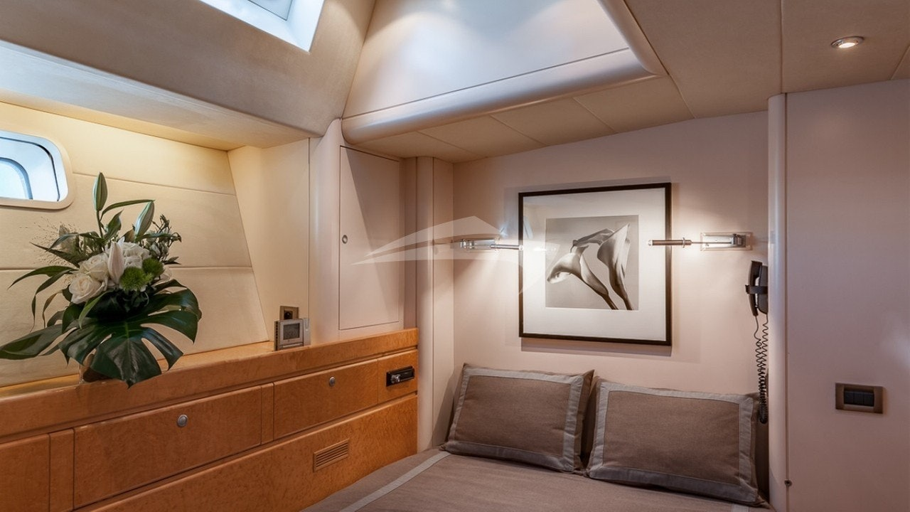 Guests after double cabin (portside)