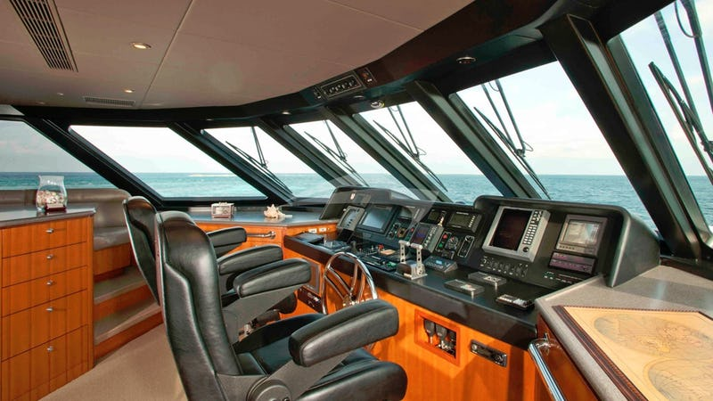 MURPHY'S LAW :: Pilothouse
