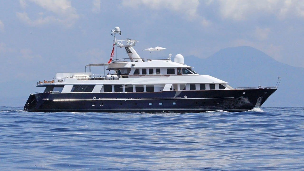 Yacht BLUE ATTRACTION Charter Yacht