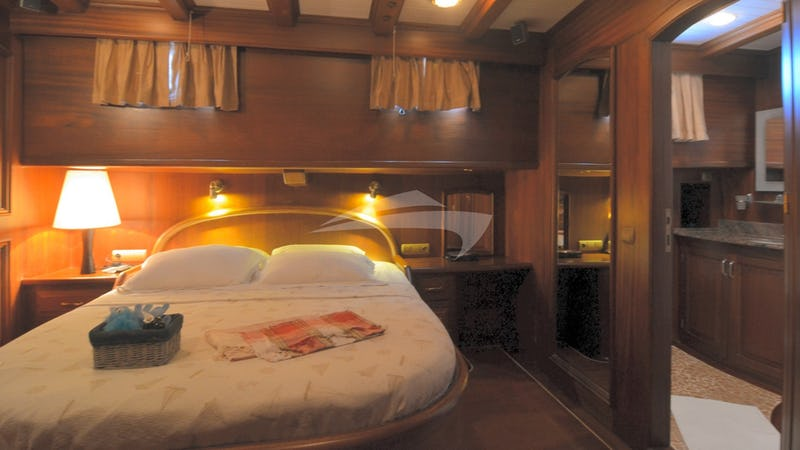 QUEEN OF KARIA :: Double Cabin