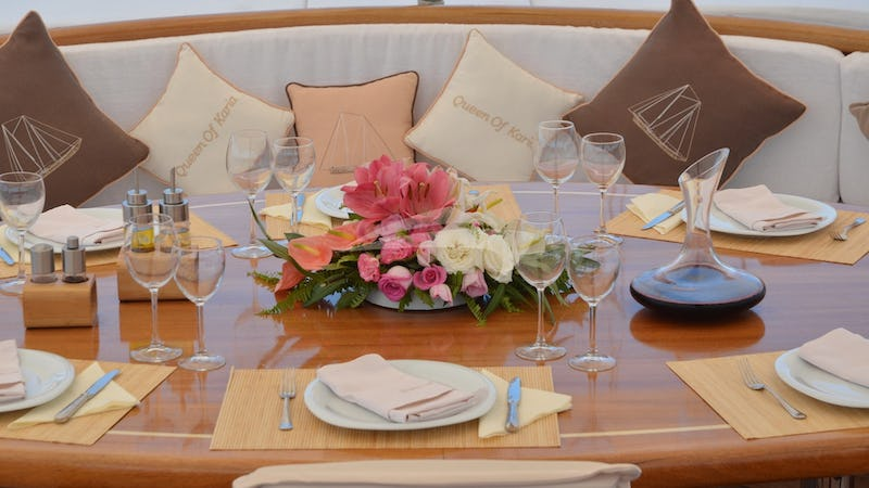 QUEEN OF KARIA :: Aft Deck Centerpiece