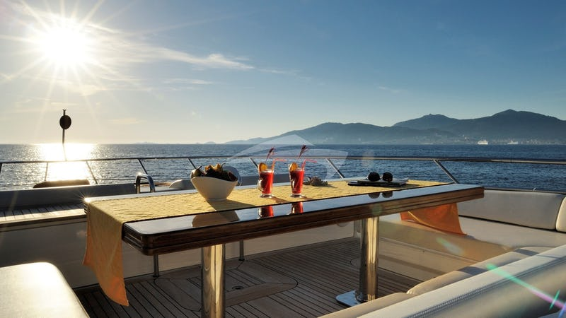 LEONARDO :: foredeck table