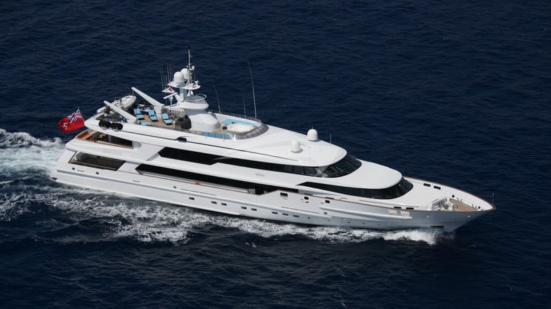 Yacht Charter THE WELLESLEY