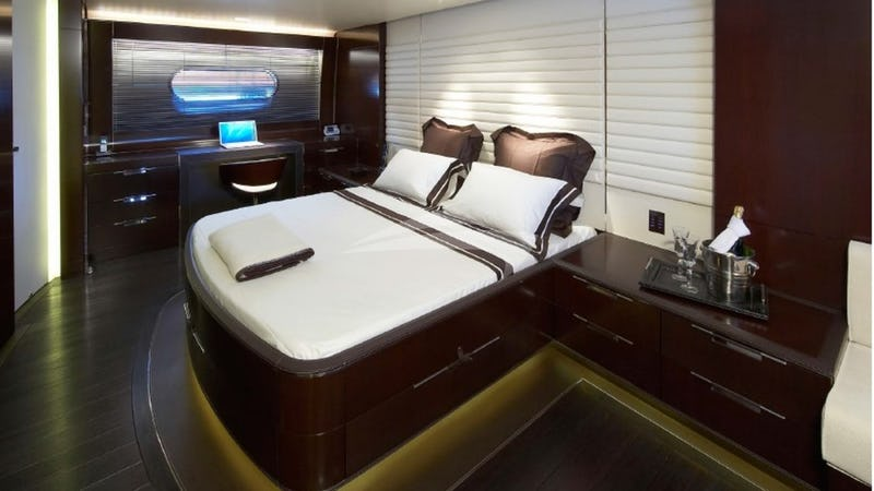 CYRUS ONE :: Master Stateroom