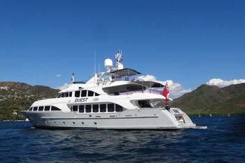 Luxury charter yacht QUEST R
