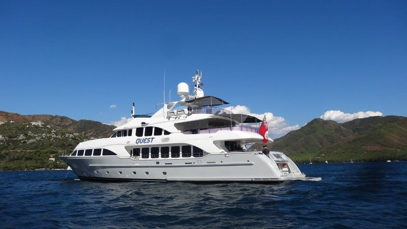 Yacht Charter QUEST R
