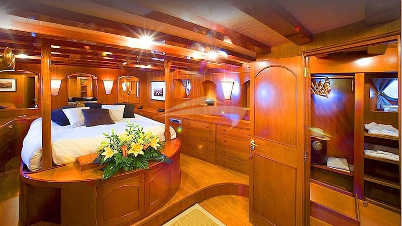 OVER THE RAINBOW :: Master Stateroom