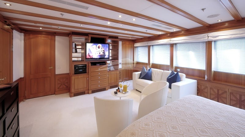 THE WELLESLEY :: Upper Master Stateroom