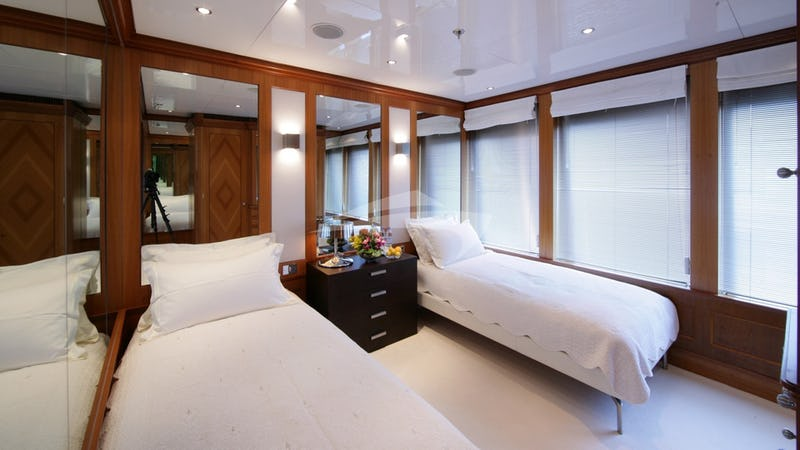 THE WELLESLEY :: Upper Guest Stateroom