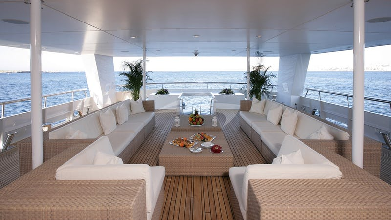 THE WELLESLEY :: Main Aft Deck