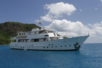 98ft Yacht LE KIR ROYAL