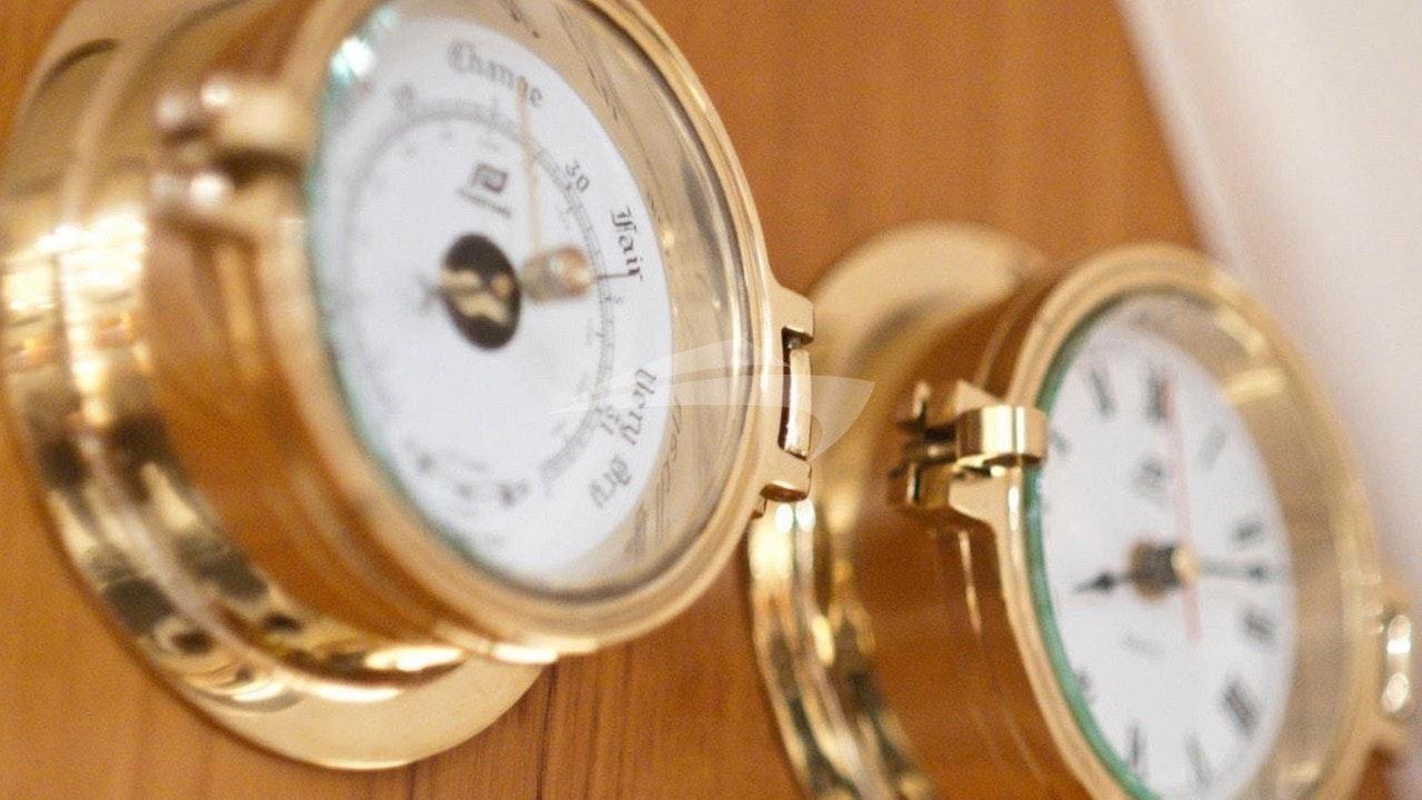 Barometer Detail