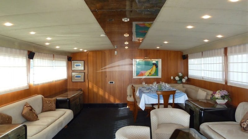 The saloon can comfortably seat 11 guests for socialising