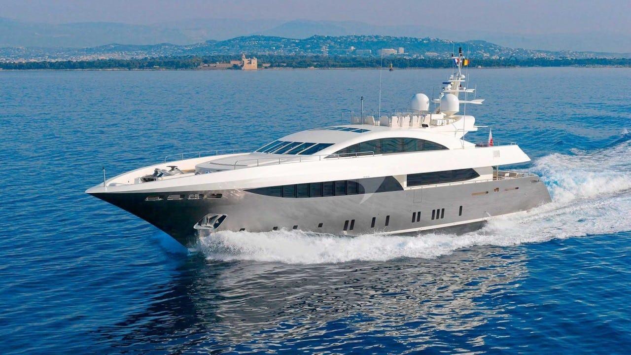 Yacht SIERRA ROMEO Charter Yacht
