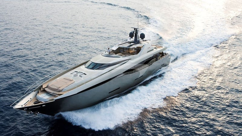 Yacht Charter FUSION
