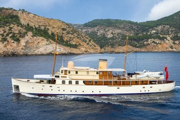 121ft Yacht FAIR LADY