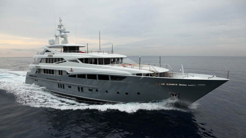 2 LADIES Yacht for Charter