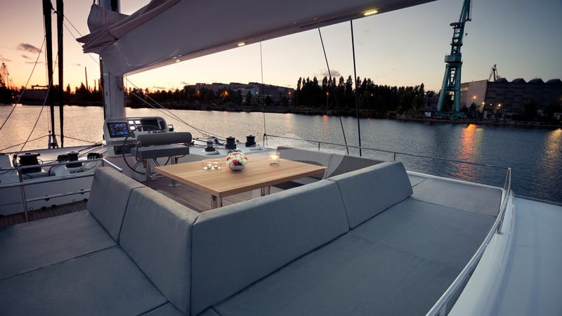 LEVANTE :: Flybridge