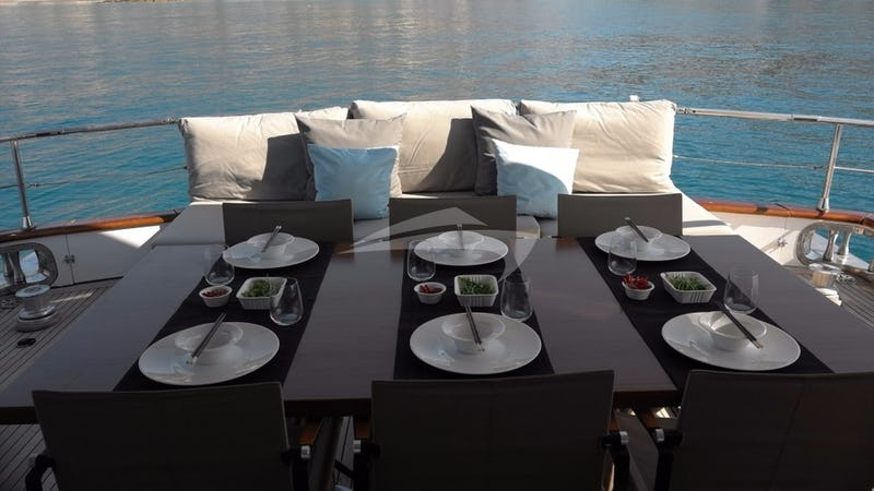 MOONRAKER II :: Deck Dining