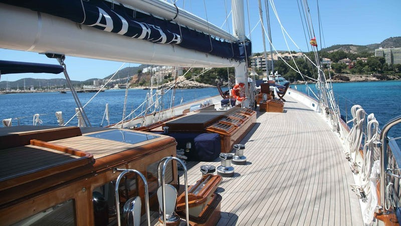 ALEXA OF LONDON :: Foredeck